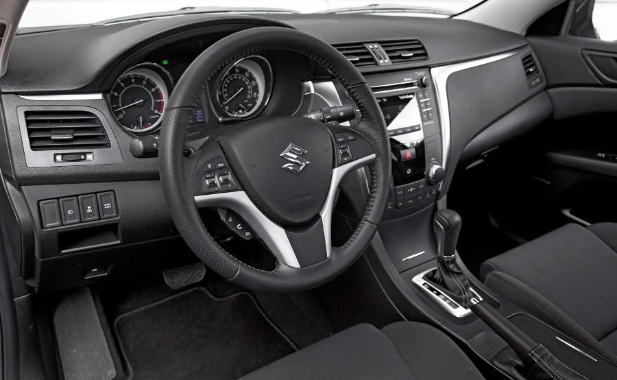 2020 Suzuki Equator Interior