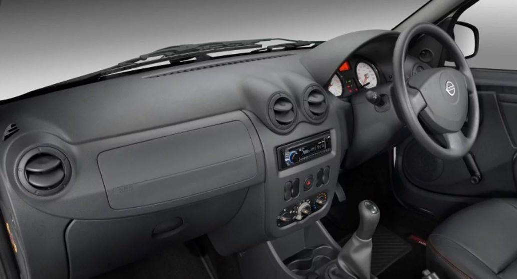 2019 Nissan NP200 Interior