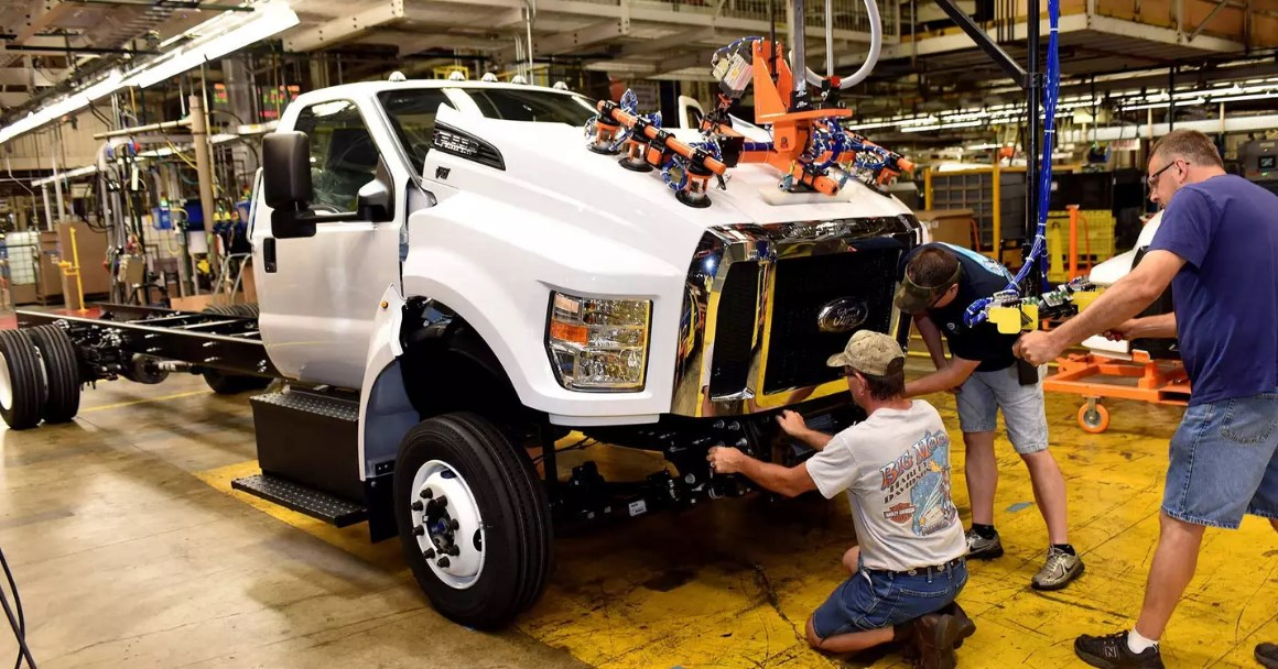 2021 Ford F-650 Engine