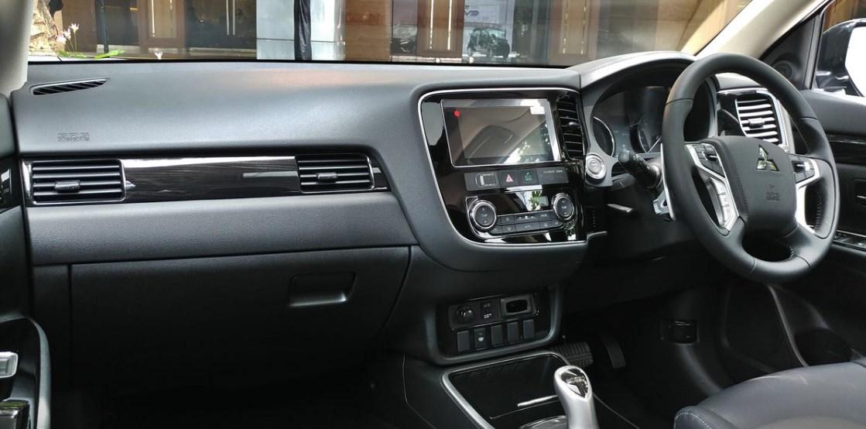 2021 Mitsubishi Triton Interior