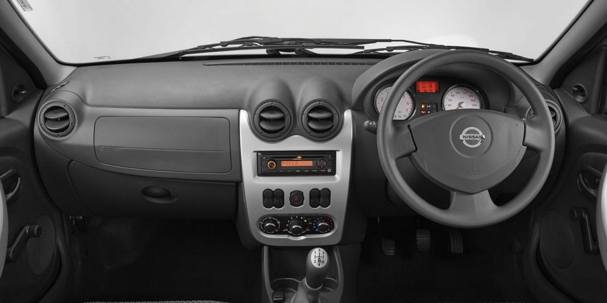 2020 Nissan NP200 Interior