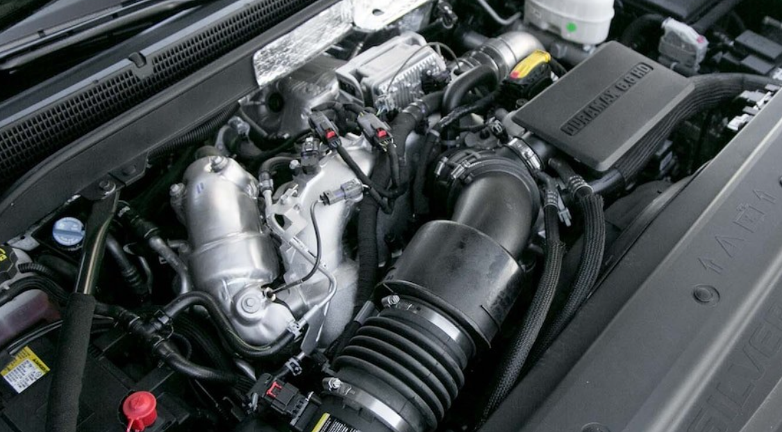 2023 Chevrolet Silverado LT Engine
