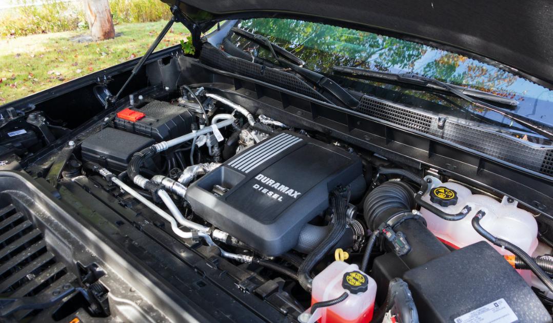 2022 GMC Sierra AT4 Engine