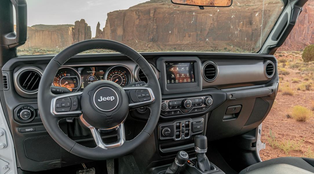 2023 Jeep Gladiator XMT Interior